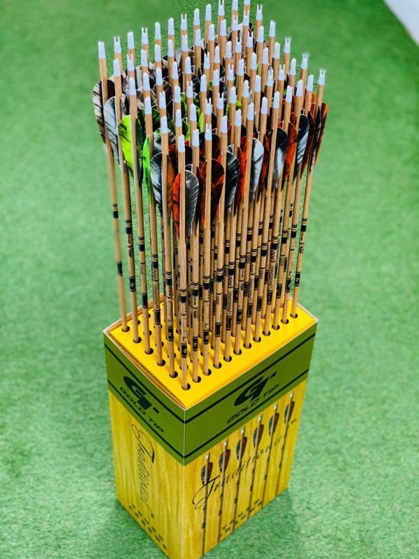 Flecha Gold Tip Traditional con Pluma Natural de 4